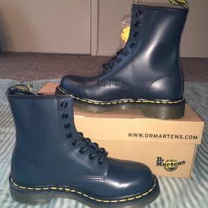 BRAND NEW Dr Martens Navy 8 Eye Matte Leather Boot